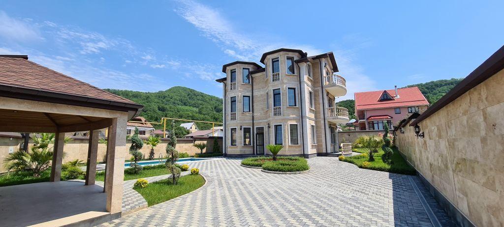 Дом 325м² на участке 10 сот