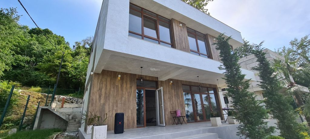 Дом 200м² на участке 5 сот